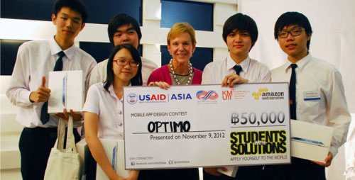 Team Optimo receiving their award from the US Ambassador to Thailand, Kristie Kenney